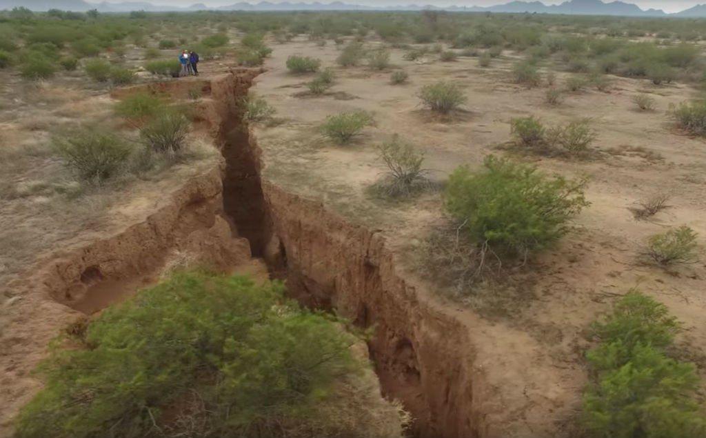 giant-crack-arizona-1